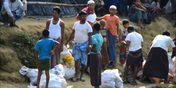 Des Rohinygas fuient le no man's land face aux menaces