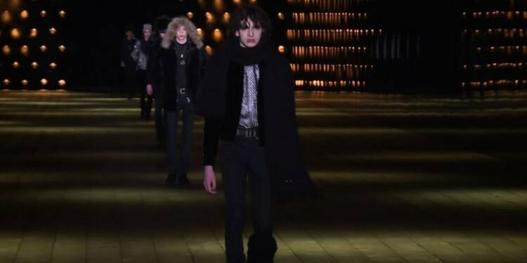 Fashion Week de Paris: Saint Laurent tout en jambes