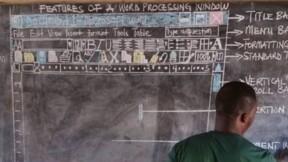 Sans ordinateur, ce professeur dessine pour expliquer Word à ses élèves!