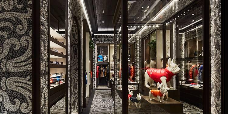 Pourquoi les marques de luxe investissent des milliards dans leurs boutiques