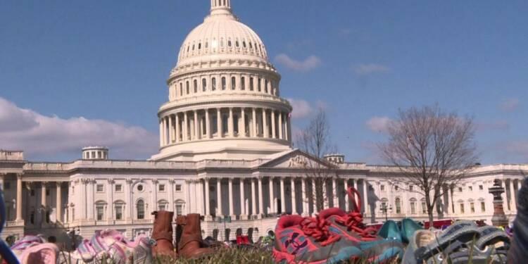 USA: des chaussures vides pour les enfants tués par balle