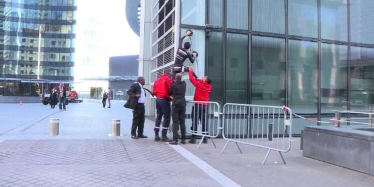 La Défense: le Spiderman français échoue à escalader une tour