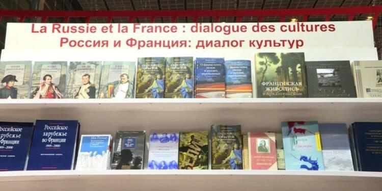 Le président Macron boycotte le pavillon russe au Salon du livre