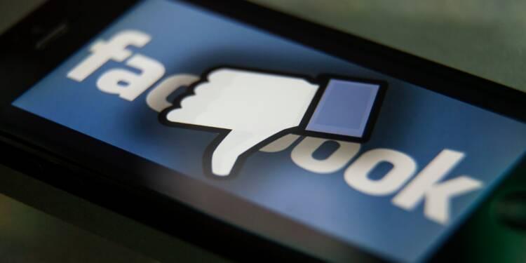 Facebook dégringole en bourse après l'affaire de la fuite massive de données