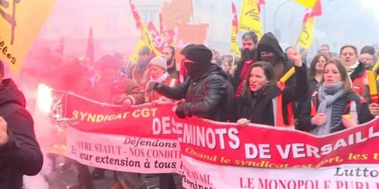 Paris: des milliers de cheminots et fonctionnaires dans la rue