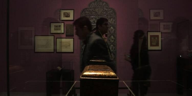 Louvre-Lens: l'art persan du 19e sublimé par Christian Lacroix