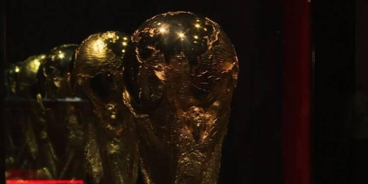 Foot: le trophée de la Coupe du monde fait escale en Argentine