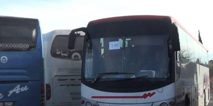 Ghouta: des bus quittent le point de contrôle de Wafidine