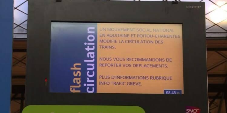 Grève SNCF: paroles de voyageurs en gare de Bordeaux