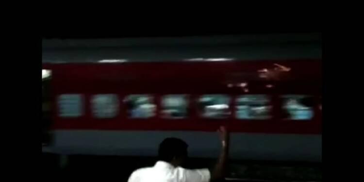 Inde: sans motrice, un train bondé recule sur 12 kilomètres