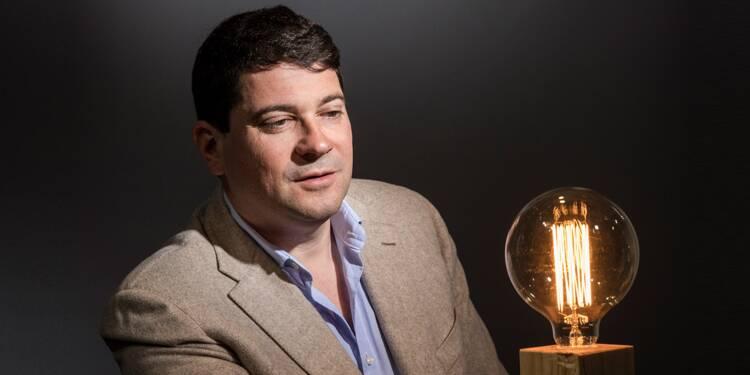Cet homme a fait fortune en vendant des ampoules gratuites