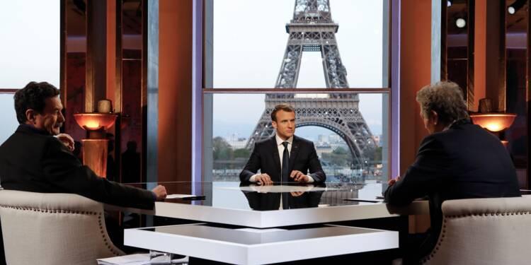 """Le voile """"n'est pas conforme à la laïcité"""" : Macron a t-il raison ?"""