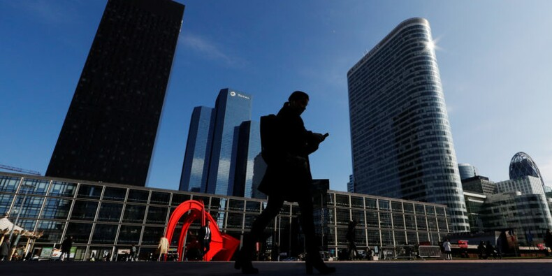Emploi : les embauches en CDI continuent leur progression