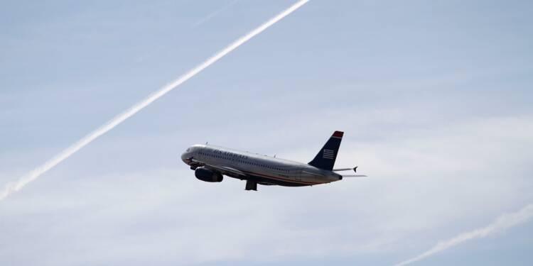 Avion : des places debout pour voyager moins cher