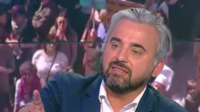 Fête à Macron : le mea culpa d'Alexis Corbière après son tweet d'une photo de la Coupe du monde 98