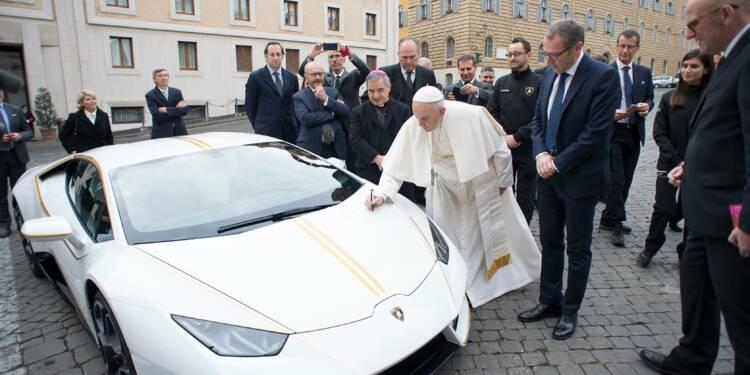 Enchères : la Lamborghini du pape François adjugée 715 000 euros