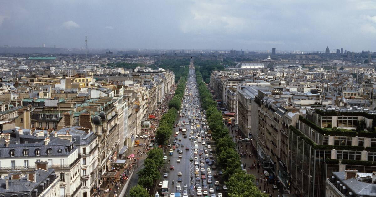 Nouvelles Boutiques Piscine A Debordement Les Champs Elysees Se