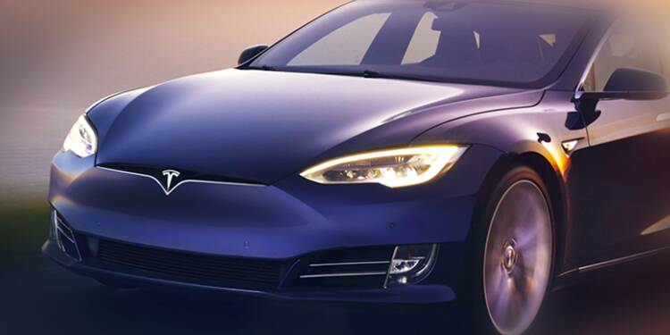 Une Tesla en mode semi-autonome percute… une voiture de police!