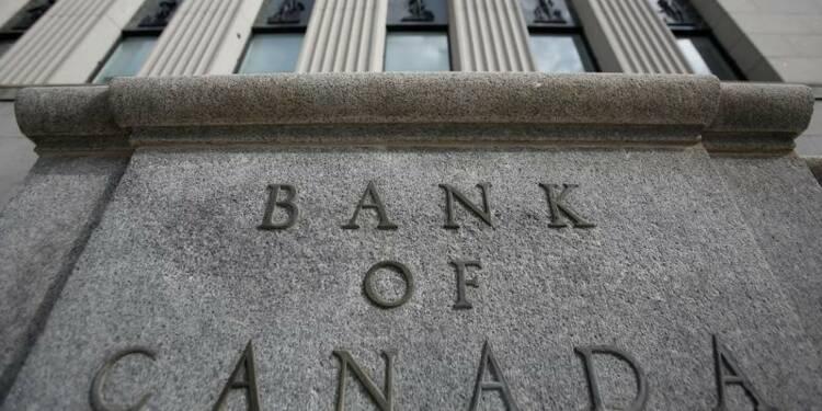 Le Canada laisse ses taux inchangés, signale des hausses à venir