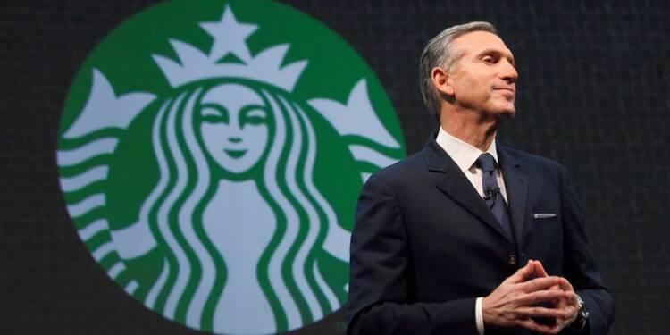Le président de Starbucks, Howard Schultz, prend du champ