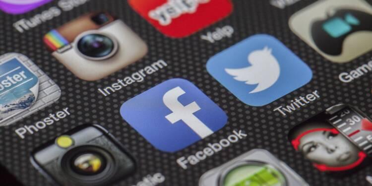 Facebook : des profits réduits de moitié !