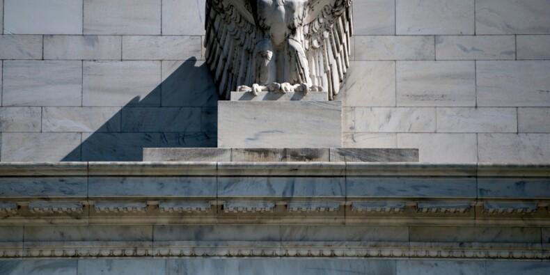 La Fed, toujours sous pression, devrait laisser les taux inchangés