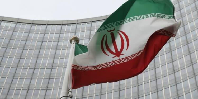 L'Iran interdit l'importation de plus de 1.300 produits, le rial plonge encore
