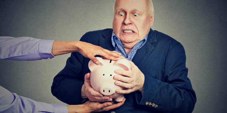Epargne : les mauvais conseils des banques aux personnes âgées pointés du doigt par l'AMF