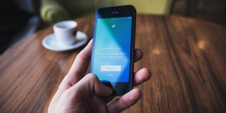 Twitter : la lutte contre les fake news va coûter cher, l'action chute