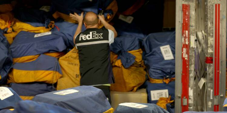 Fedex ne paie pas les frais de pressing à ses employés… Direction les prud'hommes