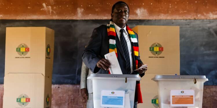 Zimbabwe: Emmerson Mnangagwa en tête de la présidentielle