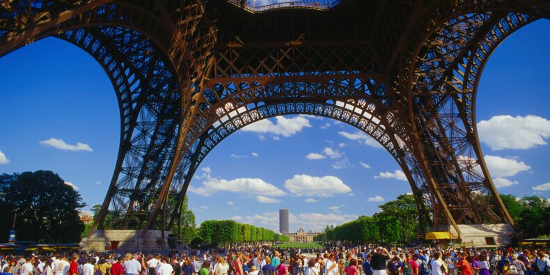 Tour Eiffel, Taj Mahal… Face aux touristes, les monuments contre-attaquent