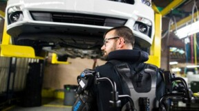 """Ford va équiper ses ouvriers d'exosquelettes pour créer un """"travailleur bionique"""""""