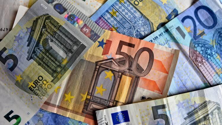 Crise turque : l'euro et les devises des pays émergents emportés dans la chute