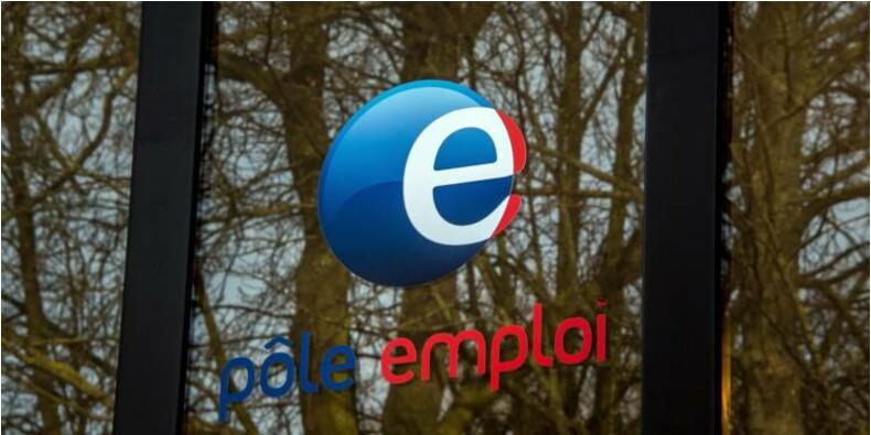 La salariée de Pôle Emploi se versait des indemnités chômage