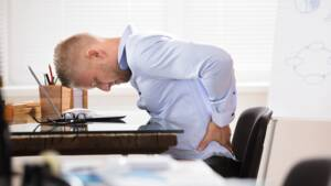 3 techniques pour muscler ventre et dos... au bureau - Capital.fr 79feda824ccb