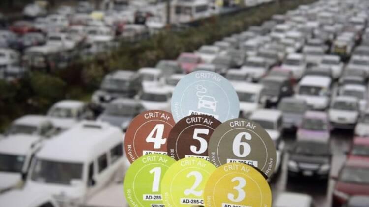 Vignettes Crit'Air : après Paris, Lille ou Toulouse, le dispositif anti-pollution bientôt étendu à toutes les grandes villes ?