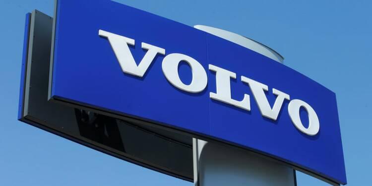 Volvo avertit sur les émissions de certains camions, le titre chute