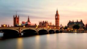 """Chahuté par le Brexit, le Royaume-Uni présente un budget """"équilibré"""""""