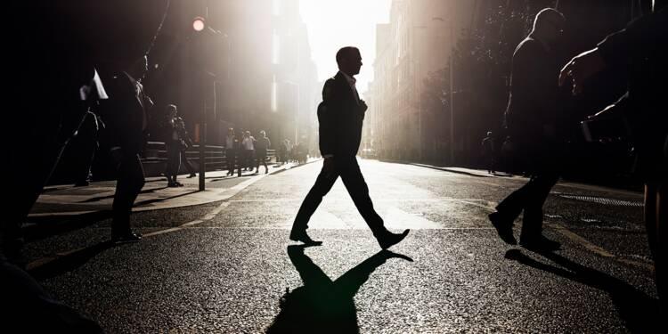Peut-on vraiment trouver un emploi en traversant la rue ?