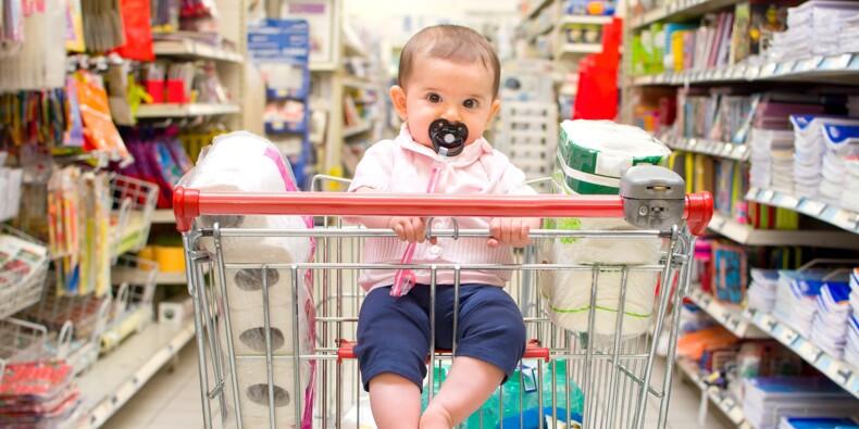 Vêtements, garde, couches... Les astuces pour réduire les coûts de bébé