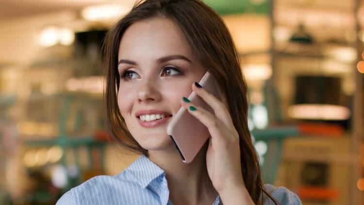 Smartphones : les ventes calent mais les innovations se multiplient