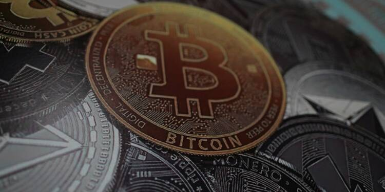Le bitcoin touche un creux d'un an