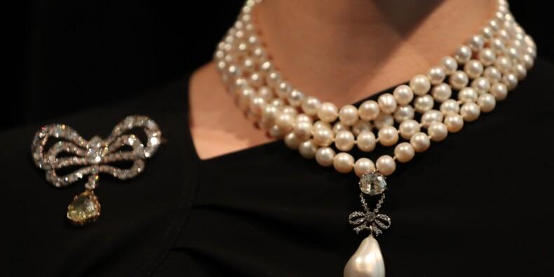 Un pendentif de Marie-Antoinette pulvérise les estimations aux enchères