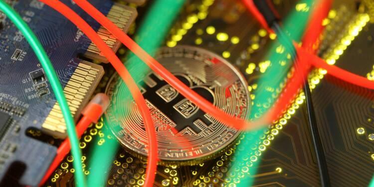 Le bitcoin tombe sous 4.500 dollars, au plus bas de l'année