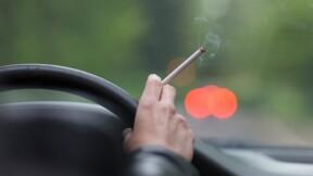 Fumer au volant : a-t-on le droit ?