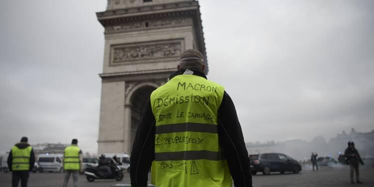 """""""Gilets jaunes"""": premiers incidents en haut des Champs-Élysées"""
