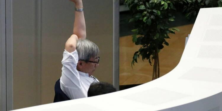 Tokyo finit en baisse de 0,3% pour la dernière séance de l'année