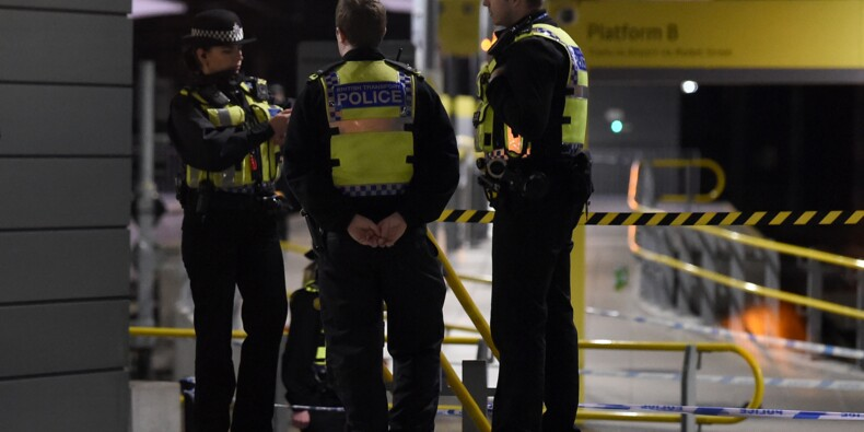 Grande-Bretagne: trois blessés dans une attaque au couteau à Manchester