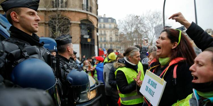 """Grande distribution: L'impact """"Gilets jaunes"""" évalué à 300-500 millions d'euros"""